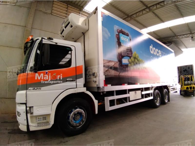 Envelopamento de caminhão baú